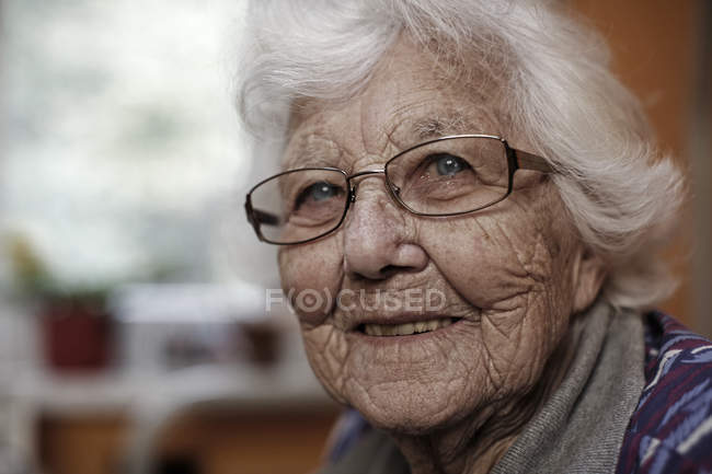 Close-up portrait of senior woman in glasses — Stock Photo