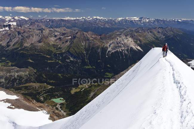 Bergsteiger am Gipfel Grat des Piz Palue Berg — Stockfoto
