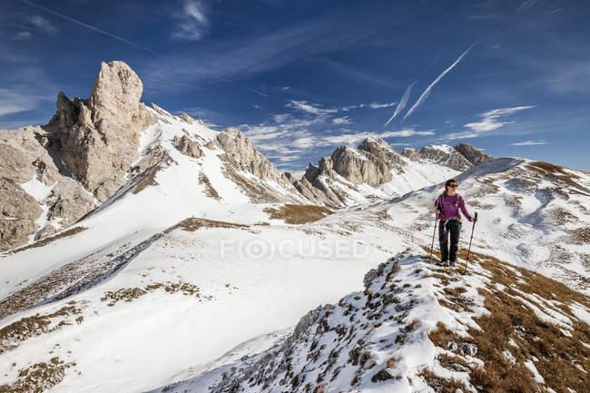 Альпинист во время восхождения Mt Tullen — стоковое фото