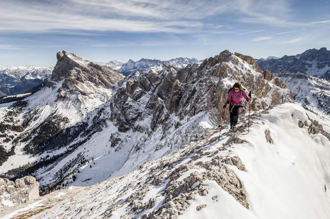 Альпинист восхождение на Tullen — стоковое фото