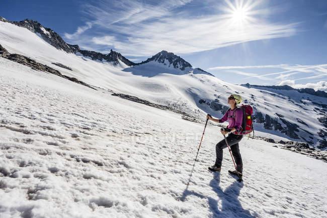 Альпинист во время восхождения Гроссер Moseler Mt — стоковое фото