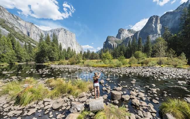 Turistiche fotografare con vista vista valle — Foto stock