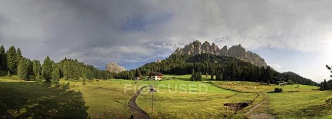 Vista panorámica de Wuerzjoch ridge - foto de stock