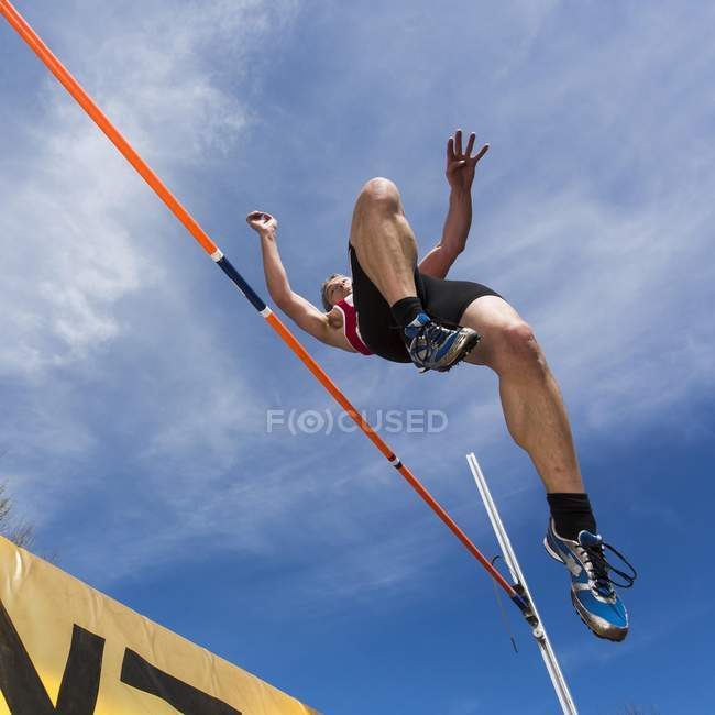 Male athlete jumping — Stock Photo