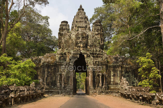 Victory Gate in the east of Angkor Thom — Stock Photo