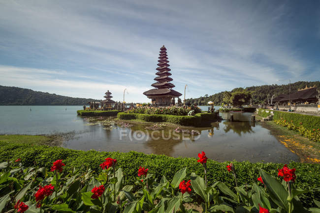 Scenic view of Pura Bratan water temple on Bali, Indonesia — Stock Photo