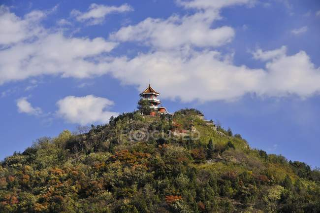 Tower on hilltop in Baiwangshan forest park, tourist resort of Beijing, China, Asia — Stock Photo