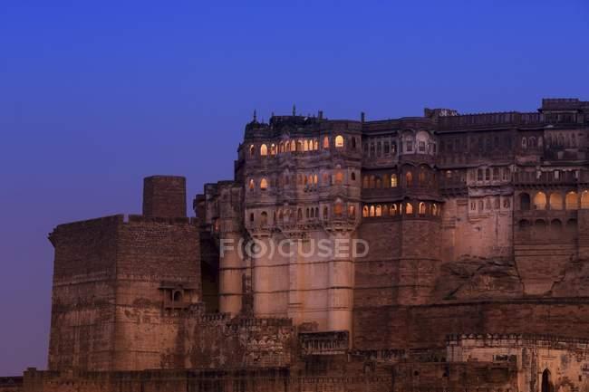 Mehrangarh Fort illuminated at sunset in Jodhpur, Rajasthan, India, Asia — Stock Photo