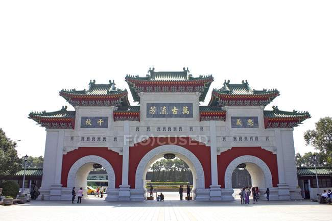 Touristen am Tor am Freiheitsplatz in Taipei, Taiwan, Asien — Stockfoto