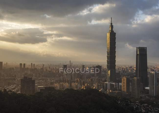 Skyline del centro financiero de Taipei, Taiwán, China, Asia - foto de stock