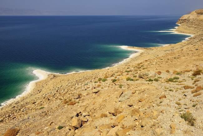 Totes Meer mit Salzkruste am Felsen, Wadi Mujib, Jordanien, Asien — Stockfoto