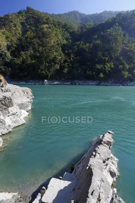 Rocky shore at Ghaghara river in Chisapani, Nepal, Asia — Stock Photo