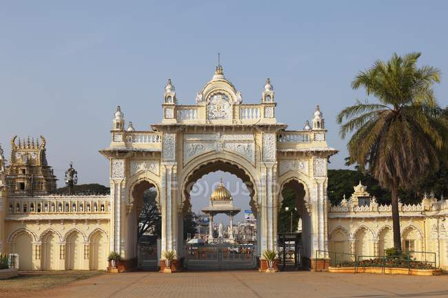 Porte nord du Palais du Maharajah, ange cercle, Mysore, Karnataka, Inde, Asie — Photo de stock