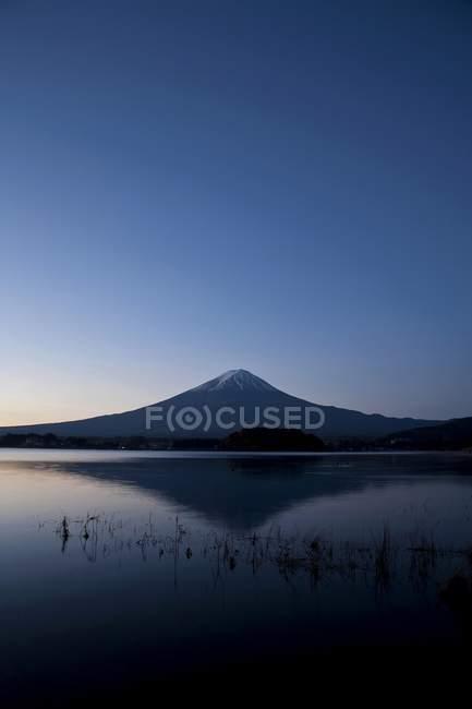 Mount Fuji und Kawaguchi-See in Twilight, Japan, Asien — Stockfoto