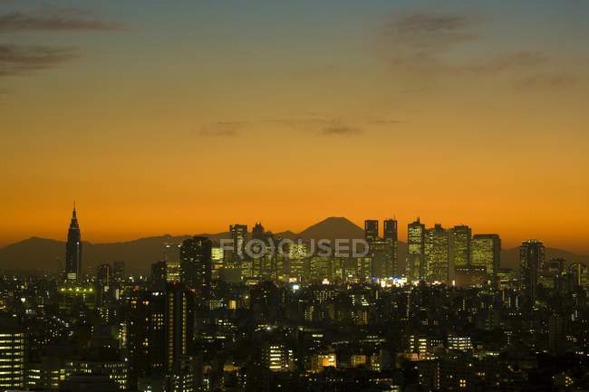 Coucher de soleil sur le paysage urbain de Tokyo et le Mont Fuji, Japon, Asie — Photo de stock