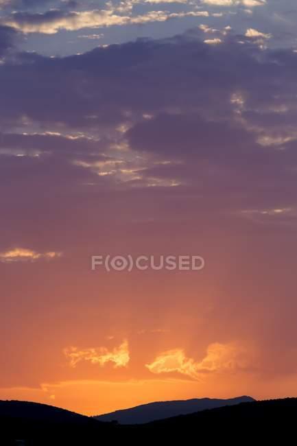 Атмосферные восход солнца над Горы Азии Oymaagac, Турция, — стоковое фото