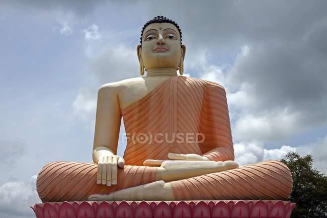 Statua di Buddha del Tempio Kande Viharaya, Aluthgama, Sri Lanka, Asia seduta — Foto stock