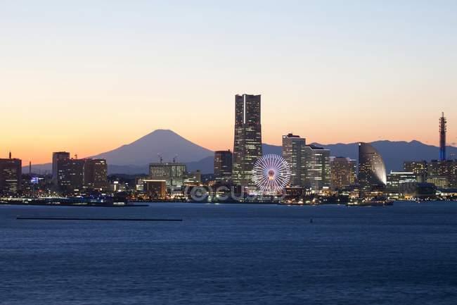 Sonnenuntergang über Yokohama Stadtbild und Mount Fuji, Japan, Asien — Stockfoto