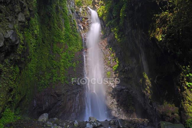 Vue panoramique de Yeh Mempeh chute d'eau, au nord de Bali, Bali, Indonésie, Asie — Photo de stock
