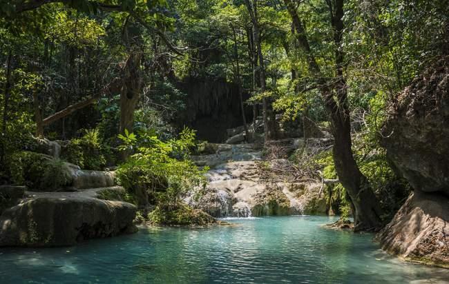 Wasserfall im Erawan National Park, Provinz Kanchanaburi, Thailand, Asien — Stockfoto