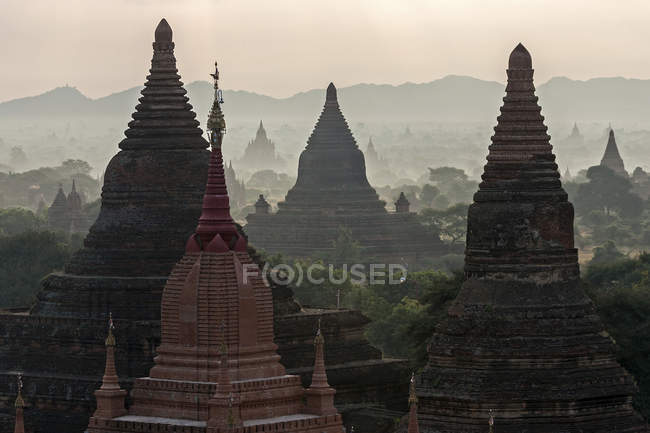 Pagodas and temples at sunrise in Bagan, Mandalay region, Myanmar, Asia — Stock Photo