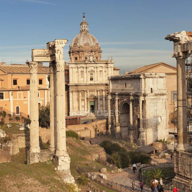 Roman Forum with Saturn Temple and Severus Arch, Foro Romano, Rome, Lazio, Italy, Europe — Stock Photo