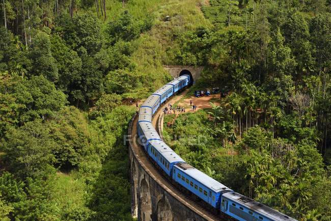 Train passing on Nine Arches Bridge in highlands near Ella, Sri Lanka, Asia — Stock Photo