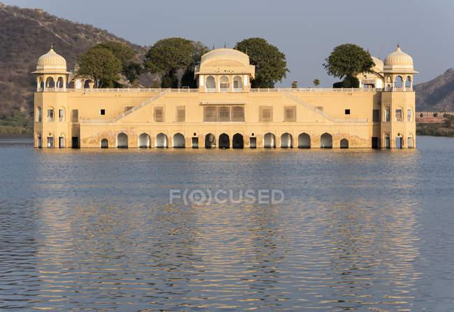 L'eau Jal Mahal Palace sur Man Sagar Lake, Jaipur, Rajasthan, Inde — Photo de stock