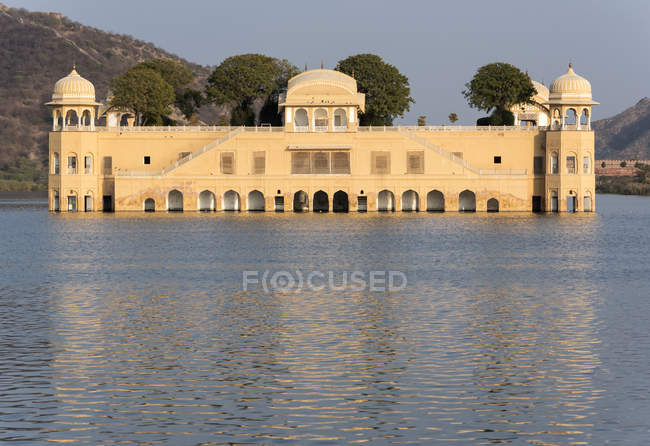 L'eau Jal Mahal Palace sur Man Sagar Lake, Jaipur, Rajasthan, Inde — Photo de stock