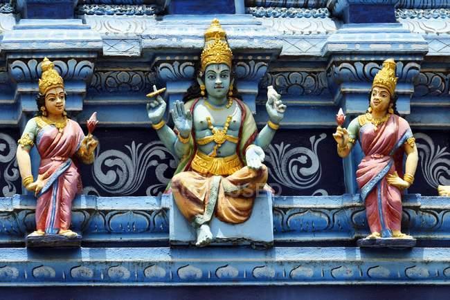 Personnages colorés de Sri Mahamariamman Hindu temple de Matale, Sri Lanka — Photo de stock