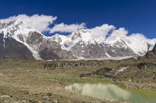 Pobeda-Khan Gletscher massiv im Tien Shan-Gebirge an der Grenze zu Kirgisistan und China, Asien — Stockfoto