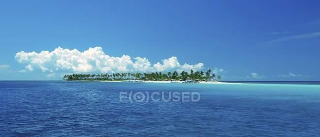 Vue panoramique de l'île de Malapascua en mer en Asie du sud-est, Philippines, Asie — Photo de stock