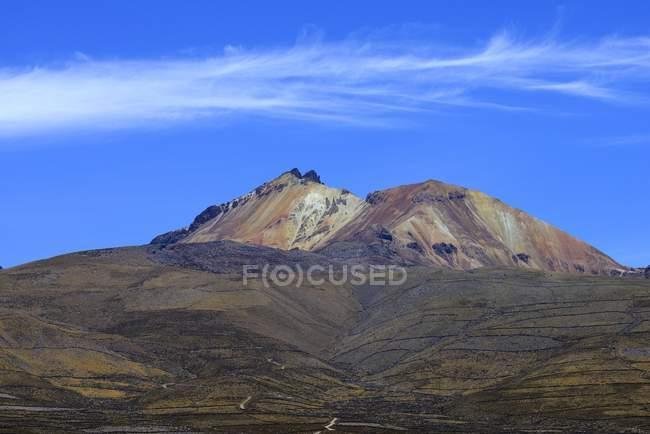 Vulkan Cerro Tunupa des Salar de Uyuni, Uyuni, Potosi, Bolivien, Südamerika — Stockfoto