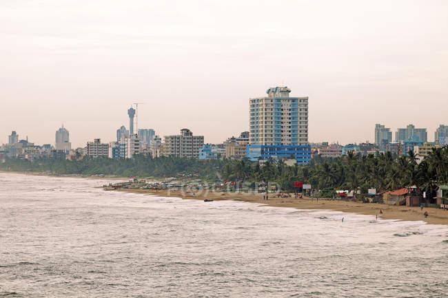 Paysage urbain et la plage de Colombo, Sri Lanka, Province de l'Ouest, Asie — Photo de stock