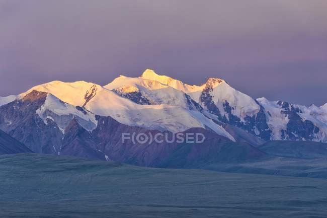 Malerische Aussicht Sary Jaz Tal und Tien Shan Berge bei Sonnenaufgang, Kirgisistan, Asia — Stockfoto