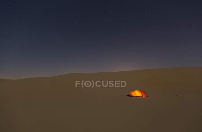 Illuminated tent in sand dunes under starry sky, Rub al Khali, United Arab Emirates, Asia — Stock Photo