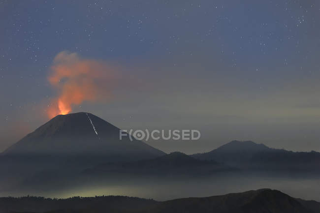 Active Gunung Bromo volcano at sunrise in Bromo Tengger Semeru National Park, Java, Indonesia, Asia — стокове фото