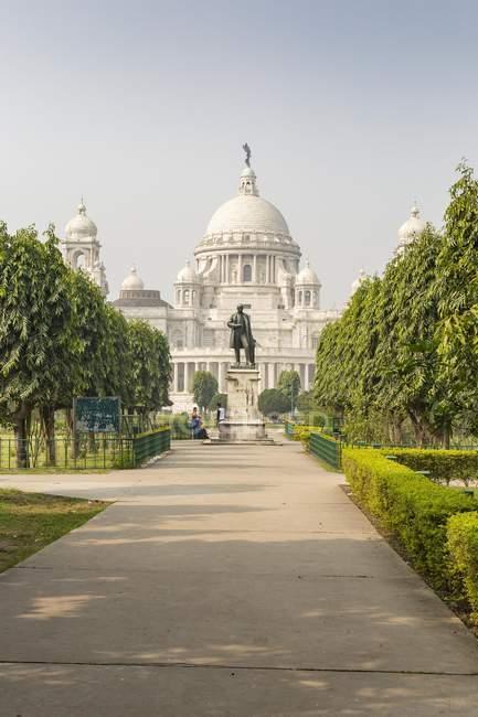 Здание Виктория Мемориал с памятником в Калькутте, Западная Бенгалия, Индия, Азии — стоковое фото