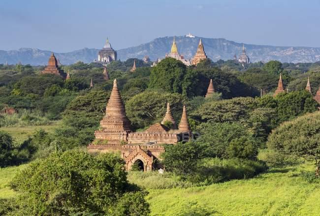 Vue aérienne des anciens temples de Bagan au Myanmar — Photo de stock