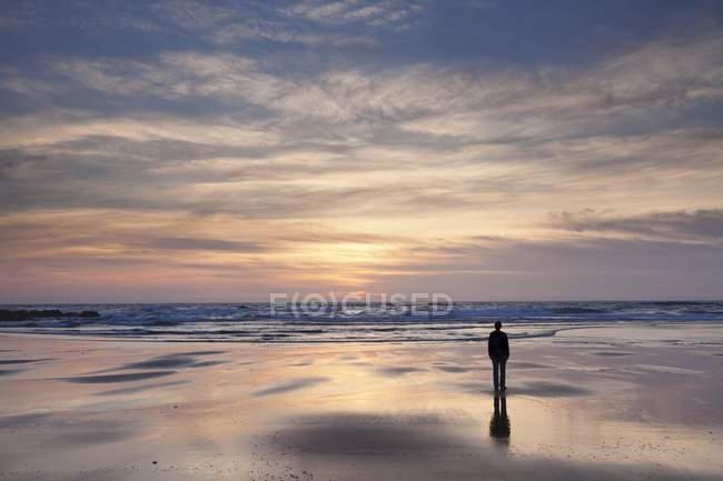 Female silhouette at Praia da Borderia beach at sunset, Carrapateira, Costa Vicentina, West coast, Algarve, Portugal, Europe — Stock Photo