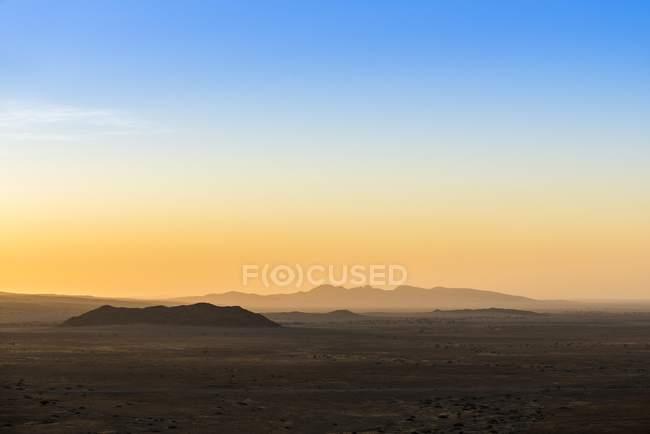 Dry landscape of Namib-Naukluft mountains at sunset, Namib-Naukluft Park, Hardap District, Namibia, Africa — Stock Photo