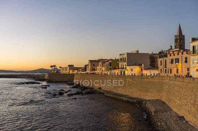 Ocean promenade in coastal town of Alghero after sunset, Sardinia, Italy, Europe — Stock Photo