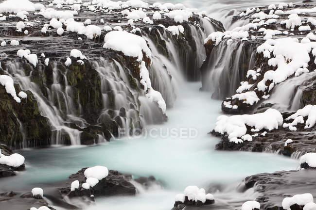Bruarfoss водопад с проточной воды в Европе зимой, Южный регион, Исландия, — стоковое фото