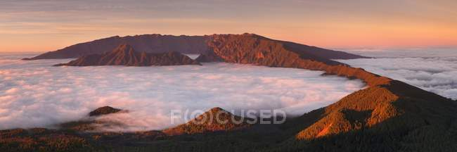 Cumbre Nueva and Cumbre Vieja mountains at sunset above clouds, La Palma, Canary Islands, Spain, Europe — Stock Photo