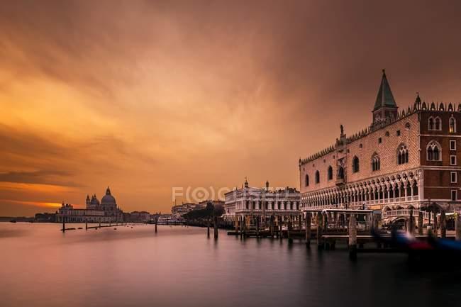 Doge Palace, Saint Mark Square at sunset, Venice, Italy, Europe — Stock Photo
