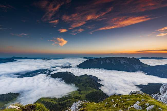 Mountain peak with sea of fog at sunrise, Wilder Kaiser, Scheffau, Tyrol, Austria, Europe — Stockfoto