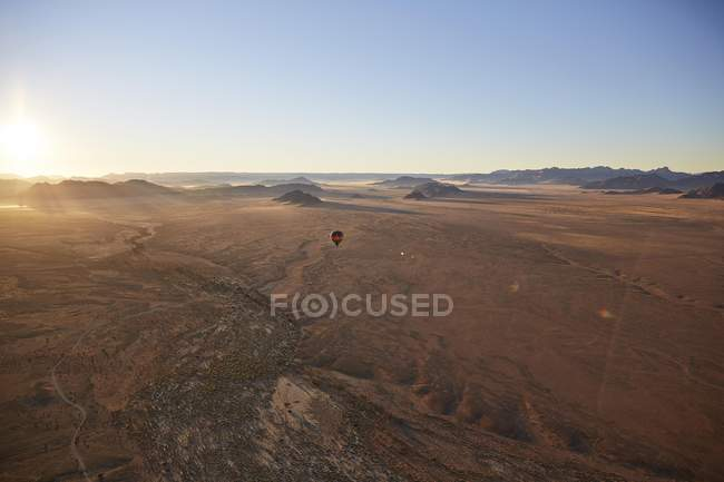 Aerial view of hot air balloon over Tsaris mountains, Kulala Wilderness Reserve, Namib Desert, Hardap Region, Namibia, Africa — стоковое фото