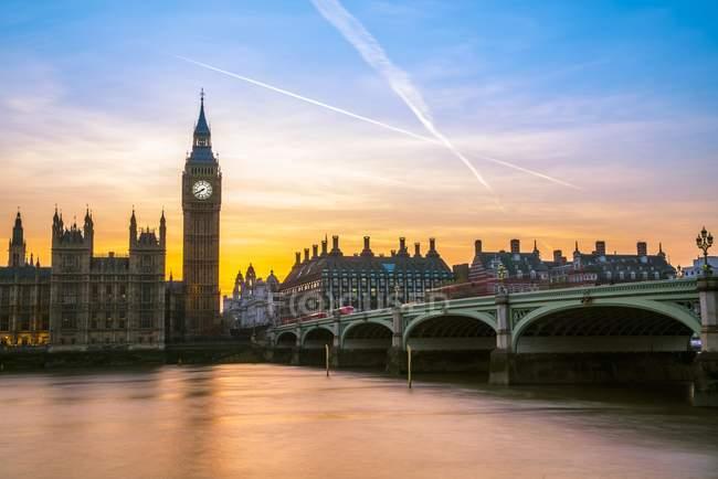 Big Ben at dusk with Westminster Bridge in London, England, United Kingdom, Europe — Stock Photo
