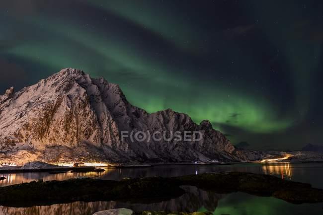 Aurora Borealis over Svolvaer, Lofoten, Norway, Europe — стоковое фото
