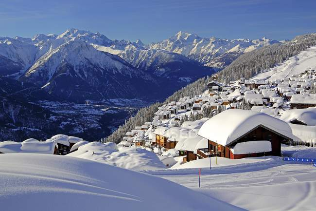 Snow-covered village overlooking Rhone valley towards Dom, Matterhorn and Weisshorn mountains, Bettmeralp, Aletsch area, Upper Valais, Valais, Switzerland, Europe — Stockfoto